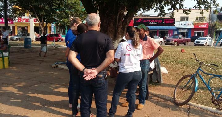 Prefeitura de Juína desenvolve trabalho com pessoas em estado de vulnerabilidade na Praça da Bíblia