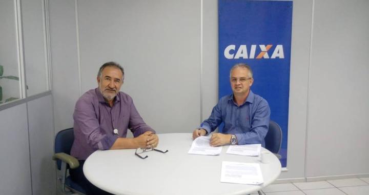 Prefeito Altir Peruzzo assina  contratos para obras de pavimentação asfáltica