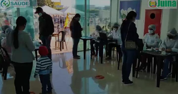 """CENTENAS DE PESSOAS FORAM VACINADAS CONTRA COVID-19 EM NOVO DIA """"D"""" EM JUÍNA"""